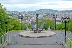 Embarquez l'ancre, une partie d'un mémorial à la mémoire des marins qui ont été perdus dans un temps de paix mourmansk Image libre de droits