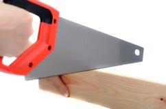 Embarquez la coupe avec un tenu dans la main a vu sans gants protecteurs Image stock