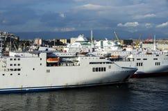 Embarquez la vue dans le port de Naples Photo stock