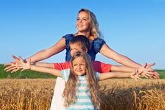 Embeber no sol em uma tarde do fim do verão Foto de Stock Royalty Free