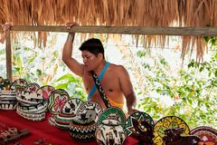 Embera by, Chagres, Panama royaltyfri bild