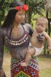 Embera moder och barn, Panama Arkivbild