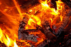 Embers glowing in blazing fire Royalty Free Stock Photography