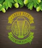 Emblème de bière peint sur la surface en bois Image libre de droits
