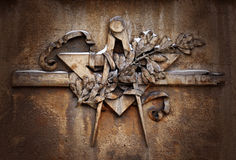 Emblème grunge de franc-maçonnerie d'illuminati sur le fond dramatique, symbole maçonnique images libres de droits