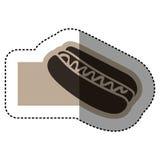 emblème monochrome d'autocollant avec le hot-dog avec de la sauce Photos libres de droits
