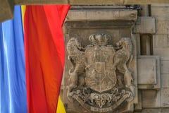 Emblème royal de la Roumanie et du drapeau roumain Photo libre de droits