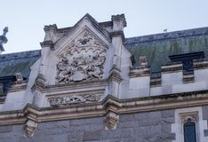 Emblème sur des toits de Londres photographie stock libre de droits