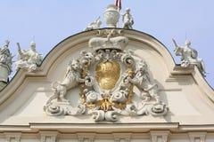 Emblème sur le château de belvédère photographie stock libre de droits