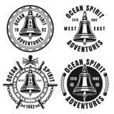 Emblèmes noirs nautiques avec la cloche de bateau d'isolement illustration libre de droits