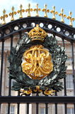 Embleem in Buckingham Palace Stock Foto's