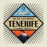 Embleem met vliegtuig, vulkaan en tekst Tenerife, Canarische Eilanden royalty-vrije illustratie