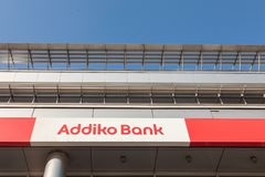 Embleem van Addiko-Bank op hun lokaal hoofdkwartier voor Servië Vroeger is Hypo Alpe Adria, Addiko een Oostenrijkse uitgespreide  royalty-vrije stock afbeeldingen