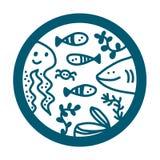 Embleem van de zeevruchten het hand getrokken illustratie logotype met de vissenzeewier van de haaioctopus stock illustratie