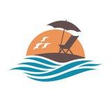 Embleem van de zomervakantie met het doen leunen van stoel en paraplu op eiland vector illustratie
