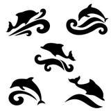 Embleem van een dolfijn over het overzees Stock Afbeeldingen