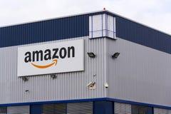 Embleem van het de handelsbedrijf van Amazonië het elektronische op logistiek die op 12 Maart, 2017 in Dobroviz, Tsjechische repu Royalty-vrije Stock Foto
