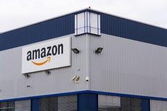 Embleem van het de handelsbedrijf van Amazonië het elektronische op logistiek die op 12 Maart, 2017 in Dobroviz, Tsjechische repu Stock Foto's