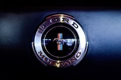 Embleem of embleem van klassiek Ford Mustang Stock Fotografie