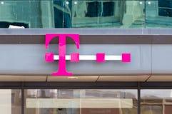Embleem van T-Mobile op de opslag in Berlijn stock fotografie