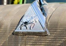 Emblem av den jordbruks- traktoren Fendt 933 Vario på ettåriga växten Vol Royaltyfria Bilder