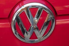 Emblem av det Volkswagen bilföretaget arkivbilder