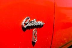 Emblem av personlig lyxig bilOldsmobile huggare S royaltyfria bilder