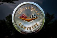 Emblem av sportbilen Chevrolet Corvette C1, närbild royaltyfri bild