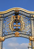 Emblem in Buckingham Palace Royalty Free Stock Photography