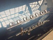 Emblem för bil för Peugeot injektion klassiskt royaltyfria foton