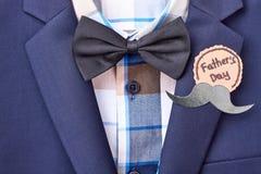 Emblem för dag för fader` s med mustaschen fotografering för bildbyråer