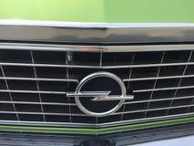 Emblem för Opel tappningbil royaltyfria foton