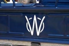Emblem för tappningWillys bil som framläggas på oldtimerbilshow, Israel fotografering för bildbyråer