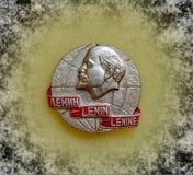 Emblem med bilden av Vladimir Lenin Ulyanov från serien 'Vladimir Lenin ', closeup Faleristics royaltyfri bild