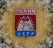 Emblem med vapenskölden av staden av Galich, Kostroma region, från serien 'städer av USSR ', closeup Faleristics arkivfoto