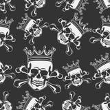 Emblem mit dem Schädel und Krone nahtlos Stockfotografie