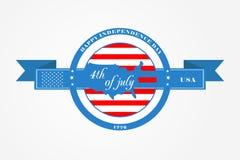 Emblem och band för fjärdedel av Juli, självständighetsdagen av Amerikas förenta stater USA-flagga i cirkeln och USA översikten arkivfoto