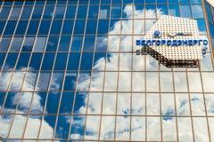Emblem och logoer på fasad för glass spegel av byggande av Belgorodenergo Belgorod Ryssland Arkivbilder