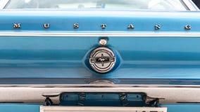 Emblem p? den retro bilen Ford Mustang fotografering för bildbyråer