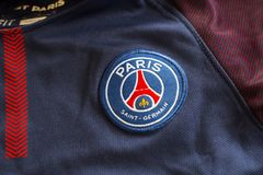 Emblem Paris St Germain auf Trikot Stockbild