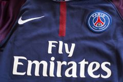 Emblem Paris St Germain auf Trikot Stockfotos