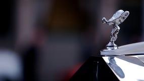 Emblema antico della Rolls Royce sull'automobile Immagine Stock