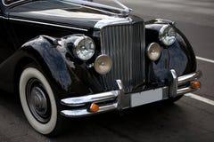 Emblema antigo de rolls royce no carro imagens de stock royalty free