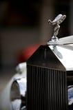 Emblema antiguo de Rolls Royce en el coche Imagen de archivo libre de regalías
