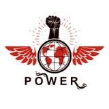Emblema con alas del vector compuesto con el puño aumentado que lleva a cabo el pla de la tierra libre illustration