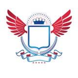Emblema con alas gráfico compuesto con el elemento real de la corona, pentago stock de ilustración