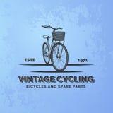 Emblema d'annata della bicicletta della strada sul fondo blu di lerciume Fotografie Stock
