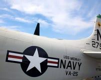 Emblema da marinha dos E.U. no plano no USS intermediário Imagem de Stock Royalty Free