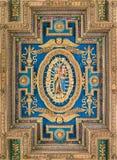 Emblema de madera de la Virgen y del niño en el techo de la basílica de Santa Maria en Ara Coeli, en Roma, Italia Fotos de archivo