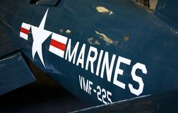Emblema del blu marino degli Stati Uniti sull'aereo sul USS intermedio Immagini Stock Libere da Diritti